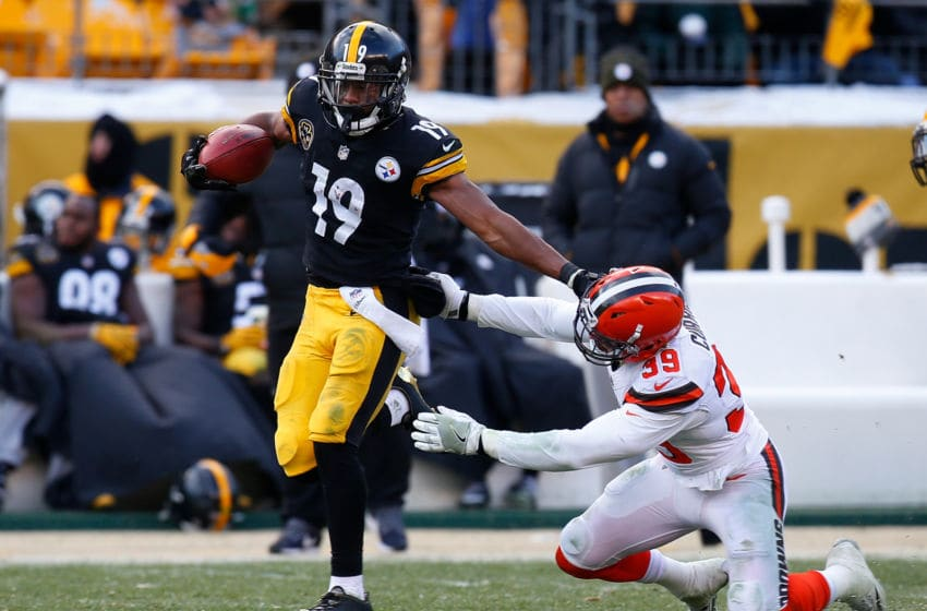 PITTSBURGH, PA - DECEMBER 31: JuJu Smith-Schuster #19 of the Pittsburgh Steelers runs upfield for a 96 yard kickoff return touchdown in the third quarter during the game against the Cleveland Browns at Heinz Field on December 31, 2017 in Pittsburgh, Pennsylvania. (Photo by Justin K. Aller/Getty Images)