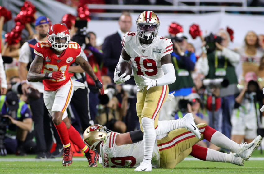 MIAMI, FLORIDA - FEBRUARY 02: Deebo Samuel #19 of the San Francisco 49ers runs the ball in the first quarter of Super Bowl LIV at Hard Rock Stadium on February 02, 2020 in Miami, Florida. (Photo by Rob Carr/Getty Images)