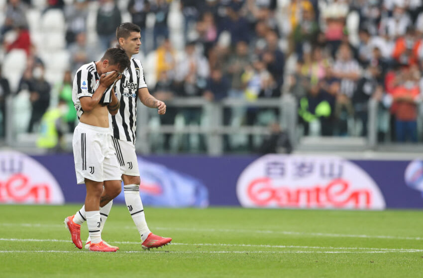 TURIN, ITALY - SEPTEMBER 26: Paulo Dybala of Juventus is comforted by team mate Alvaro Morata as he leaves the field of play in a distressed manner after pikcing up an injury during the Serie A match between Juventus and UC Sampdoria at on September 26, 2021 in Turin, Italy. (Photo by Jonathan Moscrop/Getty Images)
