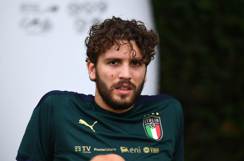 FLORENCE, ITALY - JULY 04: Manuel Locatelli of Italy in action during Italy training session at Centro Tecnico Federale di Coverciano on July 04, 2021 in Florence, Italy. (Photo by Claudio Villa/Getty Images)