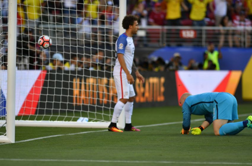 USA's goalkeeper Brad Guzan (R) reacts after failing to save a goal from Colombia during the Copa America Centenario football tournament match in Santa Clara, California, United States, on June 3, 2016. / AFP / JOSH EDELSON (Photo credit should read JOSH EDELSON/AFP/Getty Images)