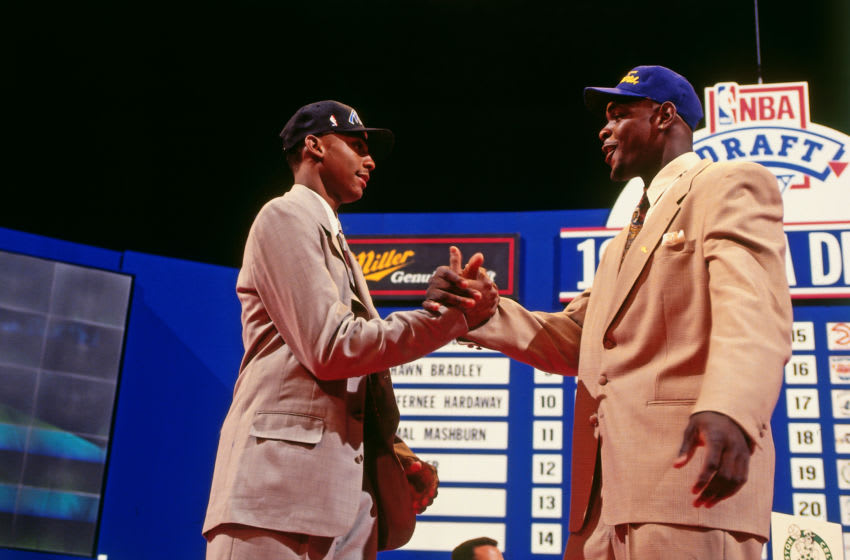 AUBURN HILLS, MI - JUNE 30: Chris Webber, number one overall pick by the Golden State Warriors, shakes hands with Penny Hardaway, number three overall pick by the Orlando Magic, during the NBA Draft at The Palace of Auburn Hills on June 30, 1993 in Auburn Hills, Michigan. NOTE TO USER: User expressly acknowledges and agrees that, by downloading and/or using this photograph, user is consenting to the terms and conditions of the Getty Images License Agreement. Mandatory Copyright Notice: Copyright 1993 NBAE (Photo by Andrew D. Bernstein/NBAE via Getty Images)