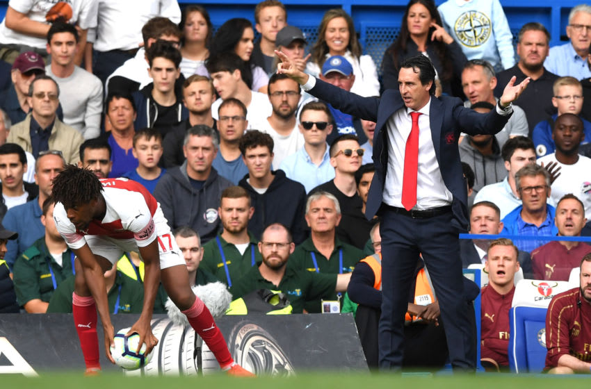 LONDON, ENGLAND - AUGUST 18: Unai Emery, Manager of Arsenal gives his team instructions during the Premier League match between Chelsea FC and Arsenal FC at Stamford Bridge on August 18, 2018 in London, United Kingdom. (Photo by Shaun Botterill/Getty Images)