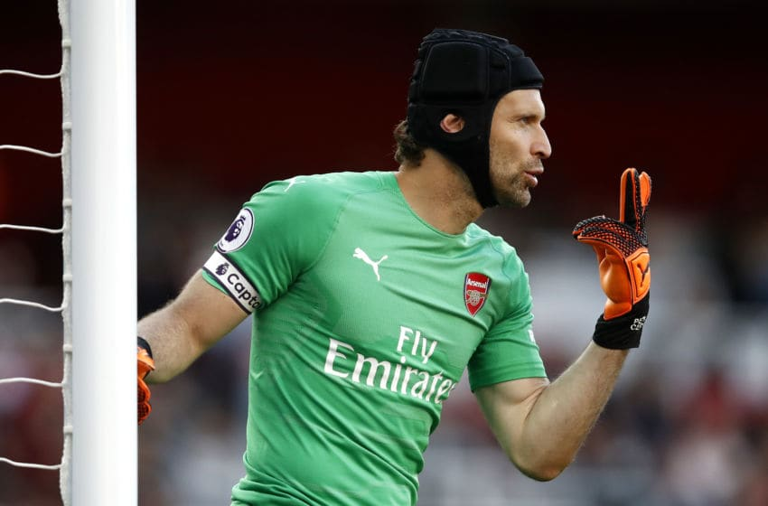 LONDON, ENGLAND - SEPTEMBER 23: Petr Cech of Arsenal gives instruction to his team during the Premier League match between Arsenal FC and Everton FC at Emirates Stadium on September 23, 2018 in London, United Kingdom. (Photo by Julian Finney/Getty Images)