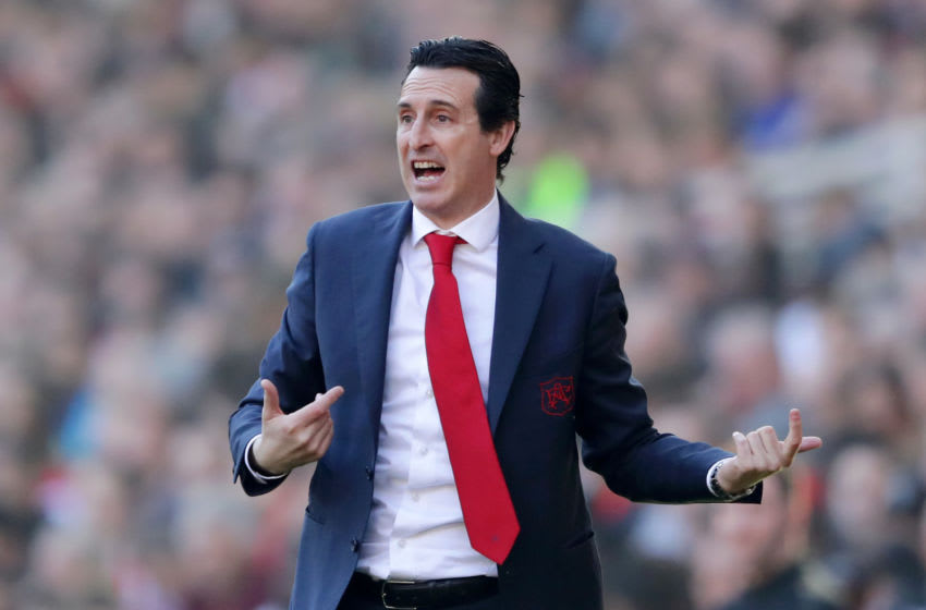 LONDON, ENGLAND - FEBRUARY 24: Unai Emery, Manager of Arsenal gives his team instructions during the Premier League match between Arsenal FC and Southampton FC at Emirates Stadium on February 23, 2019 in London, United Kingdom. (Photo by Richard Heathcote/Getty Images)