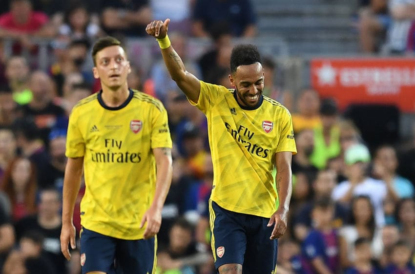BARCELONA, SPAIN - AUGUST 04: Pierre-Emerick Aubameyang of Arsenal celebrates with his tem mate Mesut Ozil after scoring his team's first goalduring the Joan Gamper trophy friendly match between FC Barcelona and Arsenal at Nou Camp on August 04, 2019 in Barcelona, Spain. (Photo by David Ramos/Getty Images)