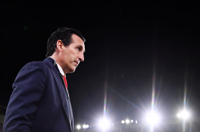 SHEFFIELD, ENGLAND - OCTOBER 21: Unai Emery, Manager of Arsenal inspects the pitch ahead of the Premier League match between Sheffield United and Arsenal FC at Bramall Lane on October 21, 2019 in Sheffield, United Kingdom. (Photo by Laurence Griffiths/Getty Images)