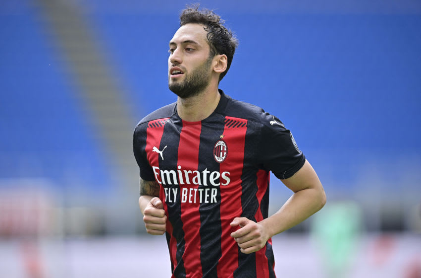 , ITALY - APRIL 4: Hakan Calhanoglu of AC Milan during the Italian Serie A match between AC Milan v Sampdoria on April 4, 2021 (Photo by Mattia Ozbot/Soccrates/Getty Images)