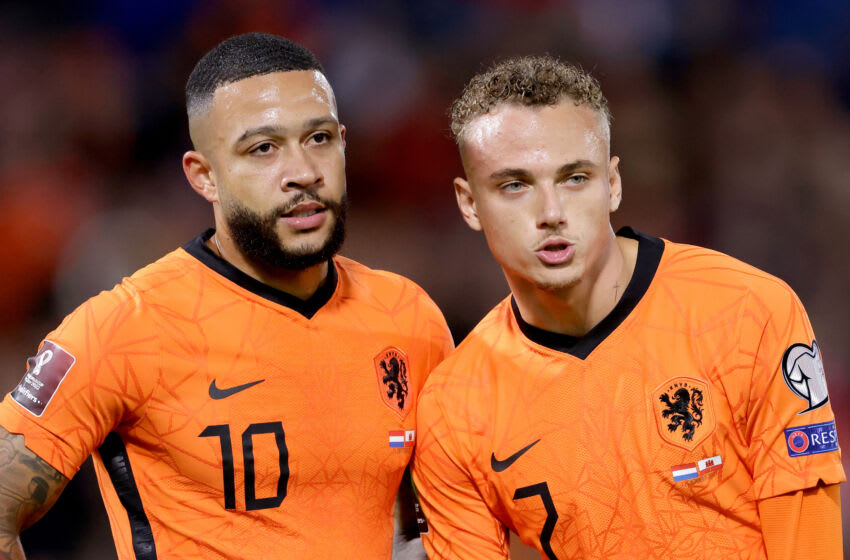 ROTTERDAM, NETHERLANDS - OCTOBER 11: Memphis Depay of Holland, Noa Lang of Holland during the World Cup Qualifier match between Holland v Gibraltar at the De Kuip on October 11, 2021 in Rotterdam Netherlands (Photo by Eric Verhoeven/Soccrates/Getty Images)
