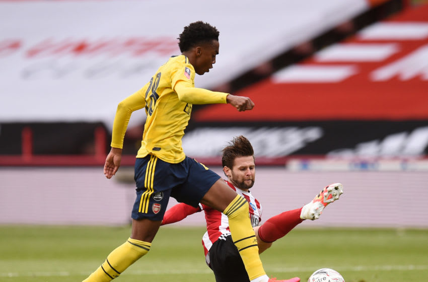 SHEFFIELD, ENGLAND - JUNE 28: Joe Willock of Arsenal battles for possession with Ollie Norwood of Sheffield United during the FA Cup Fifth Quarter Final match between Sheffield United and Arsenal FC at Bramall Lane on June 28, 2020 in Sheffield, England. (Photo by Oli Scarff/Pool via Getty Images)