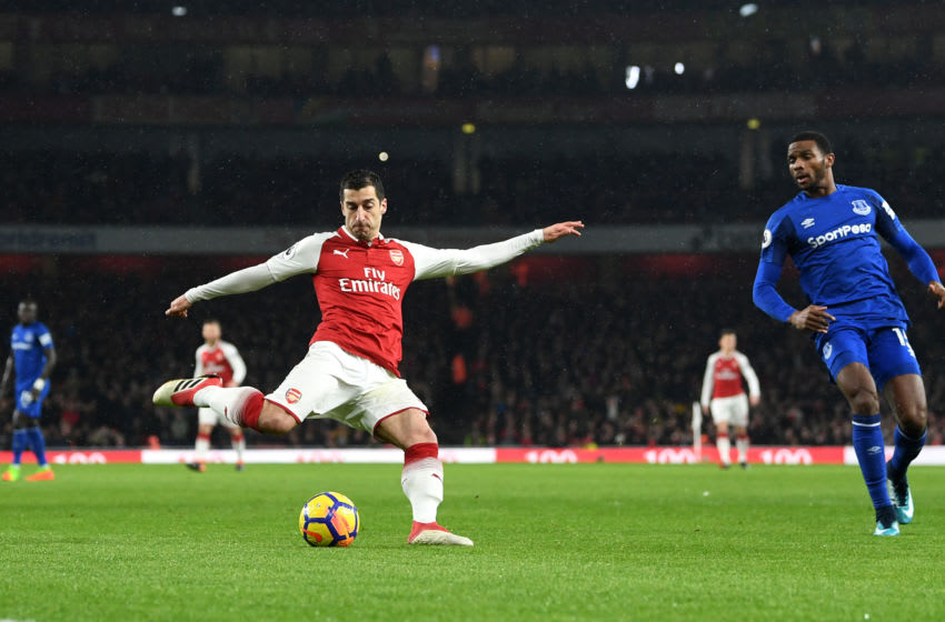 LONDON, ENGLAND - FEBRUARY 03: Henrikh Mkhitaryan of Arsenal crosses the ball leading to his sides first goal during the Premier League match between Arsenal and Everton at Emirates Stadium on February 3, 2018 in London, England. (Photo by Michael Regan/Getty Images)