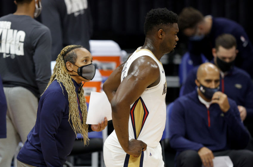 Assistant coach Teresa Weatherspoon of the New Orleans Pelicans talks to Zion Williamson (Photo by Ezra Shaw/Getty Images)