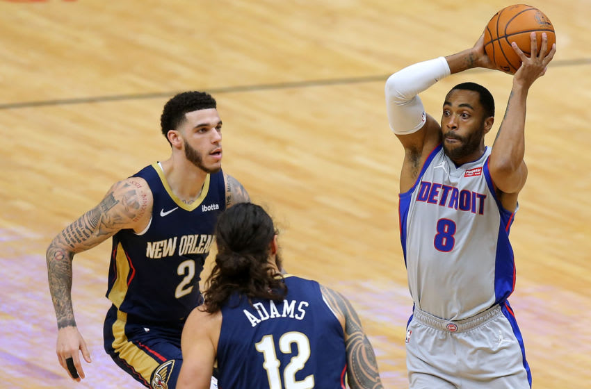 Wayne Ellington #8 of the Detroit Pistons passes as Steven Adams #12 of the New Orleans Pelicans and Lonzo Ball (Photo by Jonathan Bachman/Getty Images)