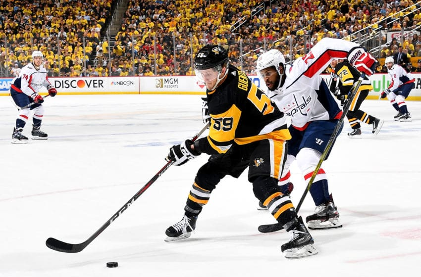 PITTSBURGH, PA - MAY 07: Jake Guentzel #59 of the Pittsburgh Penguins handles the puck against Devante Smith-Pelly #25 of the Washington Capitals in Game Six of the Eastern Conference Second Round during the 2018 NHL Stanley Cup Playoffs at PPG Paints Arena on May 7, 2018 in Pittsburgh, Pennsylvania. (Photo by Joe Sargent/NHLI via Getty Images)