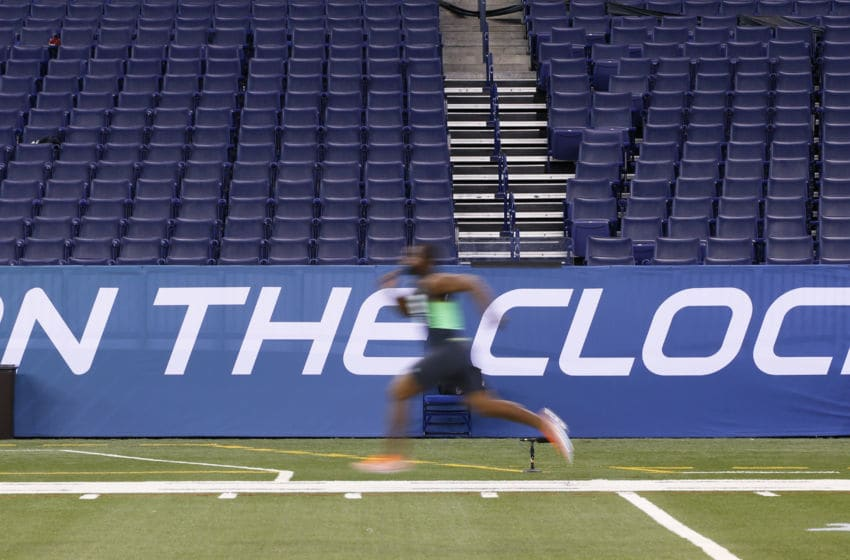 INDIANAPOLIS, IN - FEBRUARY 28: Linebacker Eric Striker of Oklahoma runs the 40-yard dash during the 2016 NFL Scouting Combine at Lucas Oil Stadium on February 28, 2016 in Indianapolis, Indiana. (Photo by Joe Robbins/Getty Images)