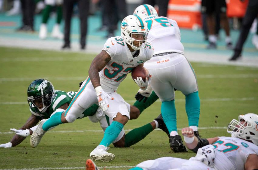 Miami Dolphins running back Myles Gaskin (37) follows blockers against the New York Jets at Hard Rock Stadium in Miami Gardens, October 18, 2020. [ALLEN EYESTONE/The Palm Beach Post]