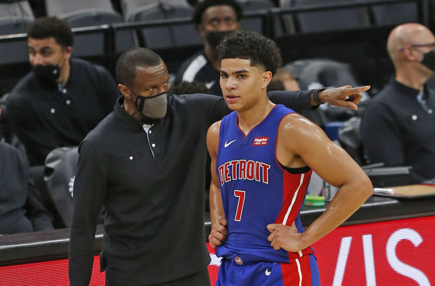 Dwane Casey head coach of the Detroit Pistons talks with Killian Hayes (Photo by Ronald Cortes/Getty Images)