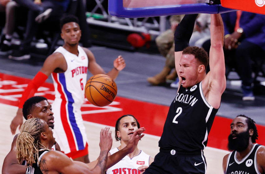 Blake Griffin (2) dunks in the second half against the Detroit Pistons. Mandatory Credit: Rick Osentoski-USA TODAY Sports