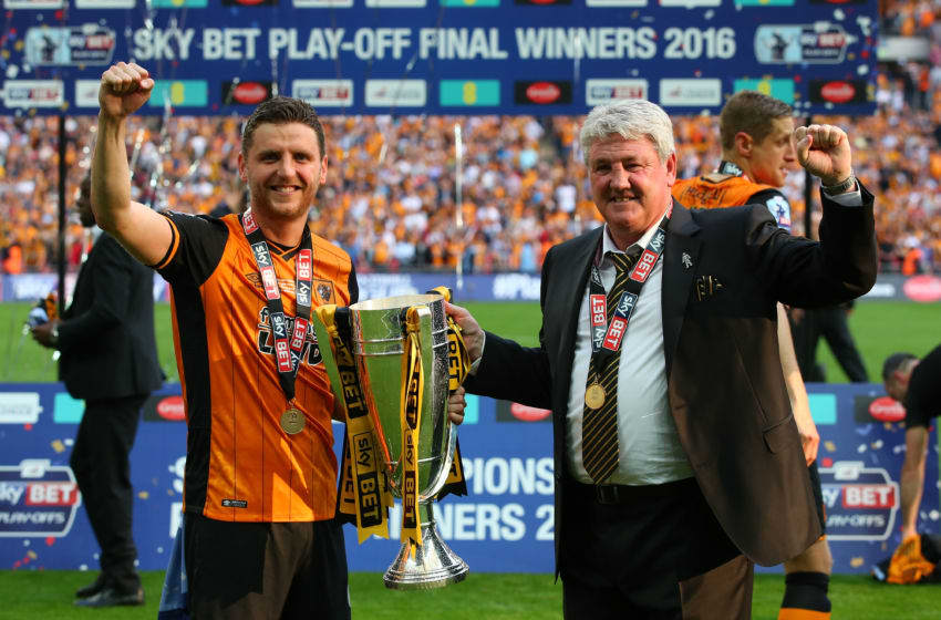 LONDON, ENGLAND - MAY 28: Father and son Alex Bruce and Steve Bruce, manager of Hull City celebrate with the trophy after the Sky Bet Championship Play Off Final match between Hull City and Sheffield Wednesday at Wembley Stadium on May 28, 2016 in London, England. (Photo by Alex Livesey/Getty Images)