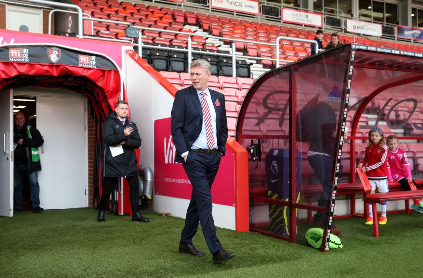BOURNEMOUTH, ENGLAND - NOVEMBER 05: David Moyes, manager of Sunderland, walks out of the tunnel to take a look at the pitch prior to kick off during the Premier League match between AFC Bournemouth and Sunderland at Vitality Stadium on November 5, 2016 in Bournemouth, England. (Photo by Alex Morton/Getty Images)