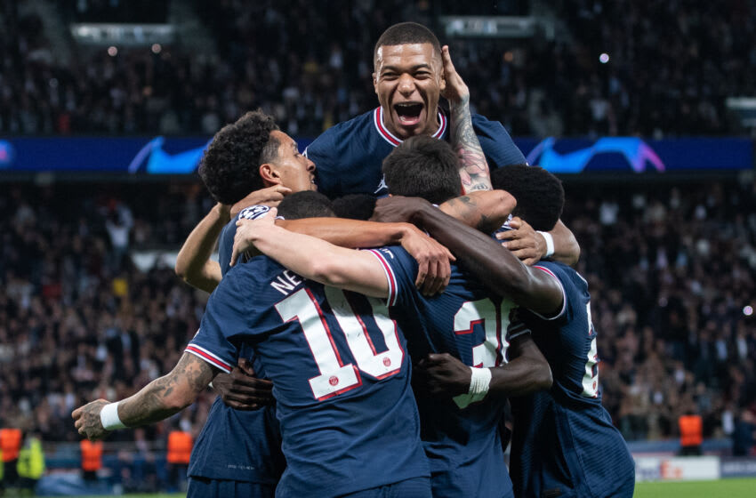 PARIS, FRANCE - SEPTEMBER 28: Lionel Mess of PSG celebrate with hes team mates Marquinho and Kylian Mbappé after scoring hes 1st gaol during the UEFA Champions League group A match between Paris Saint-Germain and Manchester City at Parc des Princes on September 28, 2021 in Paris, France. (Photo by Sebastian Frej/MB Media/Getty Images)