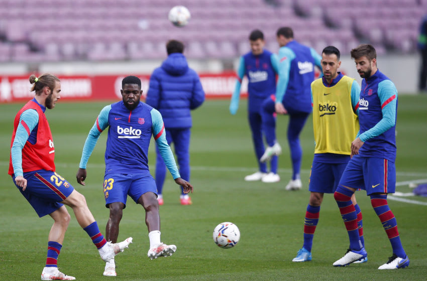 Oscar Mingueza of FC Barcelona warms up. (Photo by Eric Alonso/Getty Images)