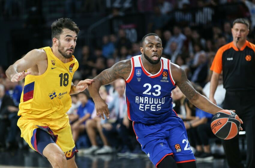 ISTANBUL, TURKEY - OCTOBER 04: James Anderson (23) of Anadolu Efes in action against Pierre Oriola (18) of Barcelona during the Turkish Airlines EuroLeague basketball match between Anadolu Efes and Barcelona at the Sinan Erdem Dome in Istanbul, Turkey on October 04, 2019. (Photo by Elif Ozturk/Anadolu Agency via Getty Images)