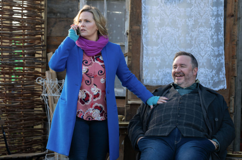Programme Name: Shakespeare & Hathaway - Private Investigators - Series 3 - TX: n/a - Episode: Shakespeare & Hathaway Series 3 - ep 5 - The Sticking Place (No. 5) - Picture Shows: Lu Shakespeare (JO JOYNER), Frank Hathaway (MARK BENTON) - (C) BBC - Photographer: Gary Moyes