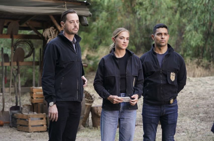 """""""Blood and Treasure"""" – The discovery of two dead bodies in the forest leads the NCIS team into the wild world of modern-day treasure hunting. Also, Gibbs and Fornell get deeper into their search for the opioid kingpin, on NCIS, Tuesday, Dec. 8 (8:00-9:00 PM, ET/PT) on the CBS Television Network. Pictured: Sean Murray as NCIS Special Agent Timothy McGee, Emily Wickersham as NCIS Special Agent Eleanor"""