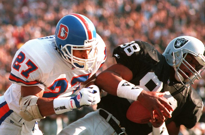 9 Jan 1994: ETHAN HORTON RECEIVES A 9 YARD TOUCHDOWN PASS FROM LOS ANGELES RAIDERS QUARTERBACK JEFF HOSTETLER AS THE DENVER BRONCOS STEVE ATWATER ATTEMPTS TO TACKLE. THE TOUCHDOWN CAME AT 9:17 IN THE FIRST QUARTER TO MAKE THE SCORE 7-0 RAIDERS.
