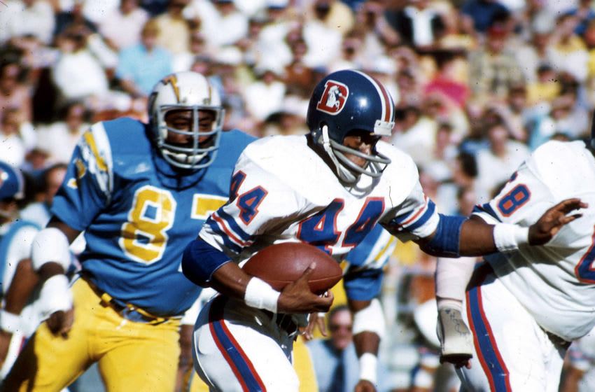 Running back Floyd Little of the Denver Broncos heads upfield on a run in a 42-28 win over the San Diego Chagers on December 9, 1973, at San Diego Stadium in San Diego, California. (Photo by Richard Stagg/Getty Images) *** Local Caption ***