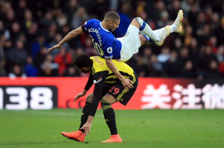 WATFORD, ENGLAND - FEBRUARY 09: Etienne Capoue of Watford in action with Richarlison of Everton during the Premier League match between Watford FC and Everton FC at Vicarage Road on February 9, 2019 in Watford, United Kingdom. (Photo by Marc Atkins/Getty Images)