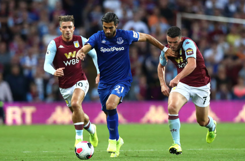 BIRMINGHAM, ENGLAND - AUGUST 23: Andre Gomez of Everton is challenged by Jack Grealish and John McGinn of Aston Villa during the Premier League match between Aston Villa and Everton FC at Villa Park on August 23, 2019 in Birmingham, United Kingdom. (Photo by Chloe Knott - Danehouse/Getty Images)
