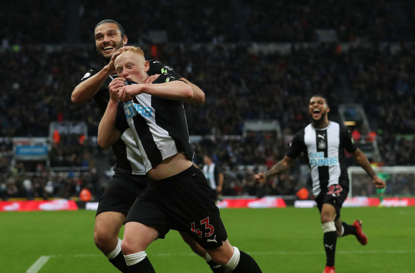 NEWCASTLE UPON TYNE, ENGLAND - OCTOBER 06: Matty Longstaff of Newcastle United celebrates with team mate Andy Carroll after he scores the only goal of the game during the Premier League match between Newcastle United and Manchester United at St. James Park on October 06, 2019 in Newcastle upon Tyne, United Kingdom. (Photo by Ian MacNicol/Getty Images)