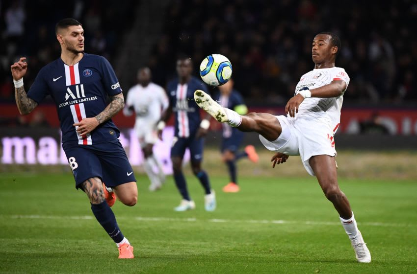 Paris Saint-Germain's Argentine forward Mauro Icardi (L) vies with Lille's Brazilian defender Gabriel dos Santos Magalhaes during the French L1 football match between Paris Saint-Germain (PSG) and Lille (LOSC) on November 22, 2019 at the Parc des Princes in Paris. (Photo by FRANCK FIFE / AFP) (Photo by FRANCK FIFE/AFP via Getty Images)