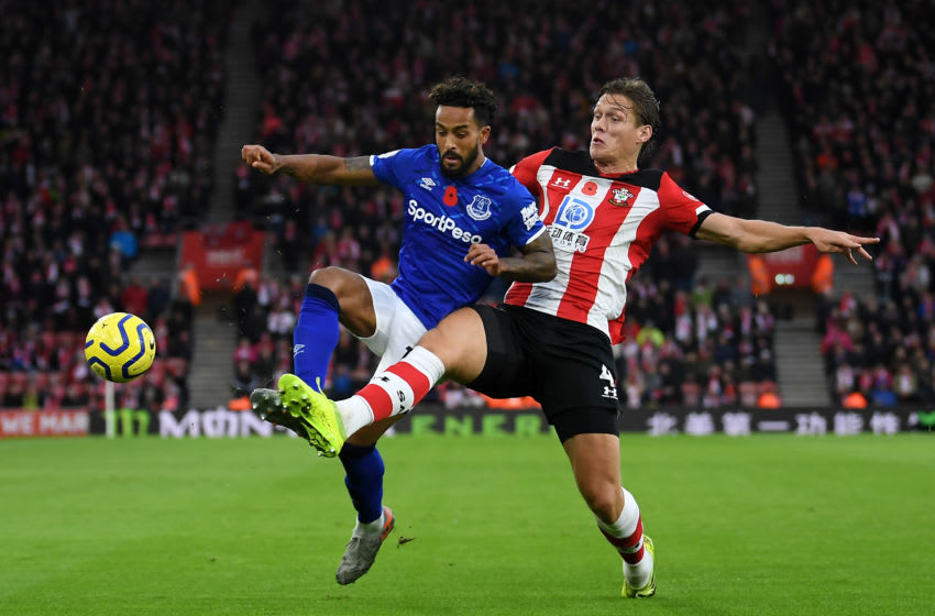 SOUTHAMPTON, ENGLAND - NOVEMBER 09: Theo Walcott of Everton holds off Jannik Vestergaard of Southampton during the Premier League match between Southampton FC and Everton FC at St Mary's Stadium on November 09, 2019 in Southampton, United Kingdom. (Photo by Alex Davidson/Getty Images)