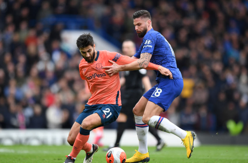LONDON, ENGLAND - MARCH 08: Olivier Giroud of Chelsea battles for possession with Andre Gomes of Everton during the Premier League match between Chelsea FC and Everton FC at Stamford Bridge on March 08, 2020 in London, United Kingdom. (Photo by Shaun Botterill/Getty Images)
