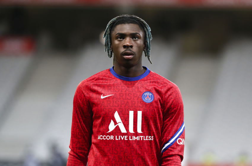 LILLE, FRANCE - DECEMBER 20: Moise Kean #18 of Paris Saint-Germain looks on before the Ligue 1 match between Lille OSC and Paris Saint-Germain at Stade Pierre Mauroy on December 20, 2020 in Lille, France. (Photo by Catherine Steenkeste/Getty Images)