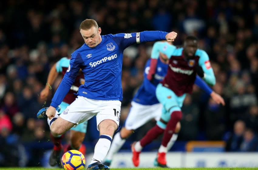 LIVERPOOL, ENGLAND - NOVEMBER 29: Wayne Rooney of Everton scores his sides first goal from the penalty spot during the Premier League match between Everton and West Ham United at Goodison Park on November 29, 2017 in Liverpool, England. (Photo by Alex Livesey/Getty Images)
