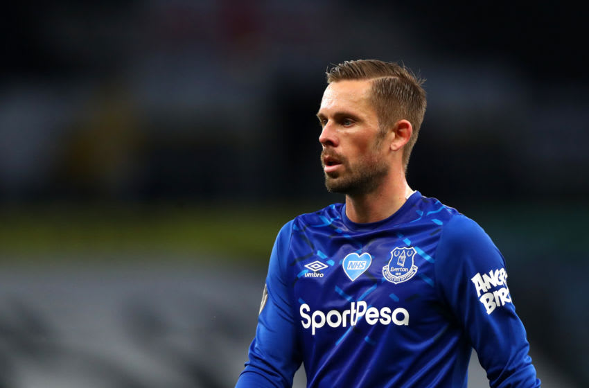 LONDON, ENGLAND - JULY 06: Gylifi Sigurdsson of Everton during the Premier League match between Tottenham Hotspur and Everton FC at Tottenham Hotspur Stadium on July 06, 2020 in London, England. Football Stadiums around Europe remain empty due to the Coronavirus Pandemic as Government social distancing laws prohibit fans inside venues resulting in all fixtures being played behind closed doors. (Photo by Chloe Knott - Danehouse/Getty Images)