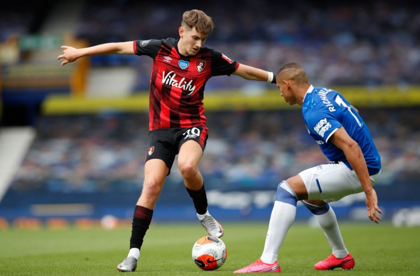 Bournemouth's English-born Welsh midfielder David Brooks (L) fights for the ball with Everton's Brazilian striker Richarlison during the English Premier League football match between Everton and Bournemouth at Goodison Park in Liverpool, north west England on July 26, 2020. (Photo by Clive Brunskill / POOL / AFP) / RESTRICTED TO EDITORIAL USE. No use with unauthorized audio, video, data, fixture lists, club/league logos or 'live' services. Online in-match use limited to 120 images. An additional 40 images may be used in extra time. No video emulation. Social media in-match use limited to 120 images. An additional 40 images may be used in extra time. No use in betting publications, games or single club/league/player publications. / (Photo by CLIVE BRUNSKILL/POOL/AFP via Getty Images)