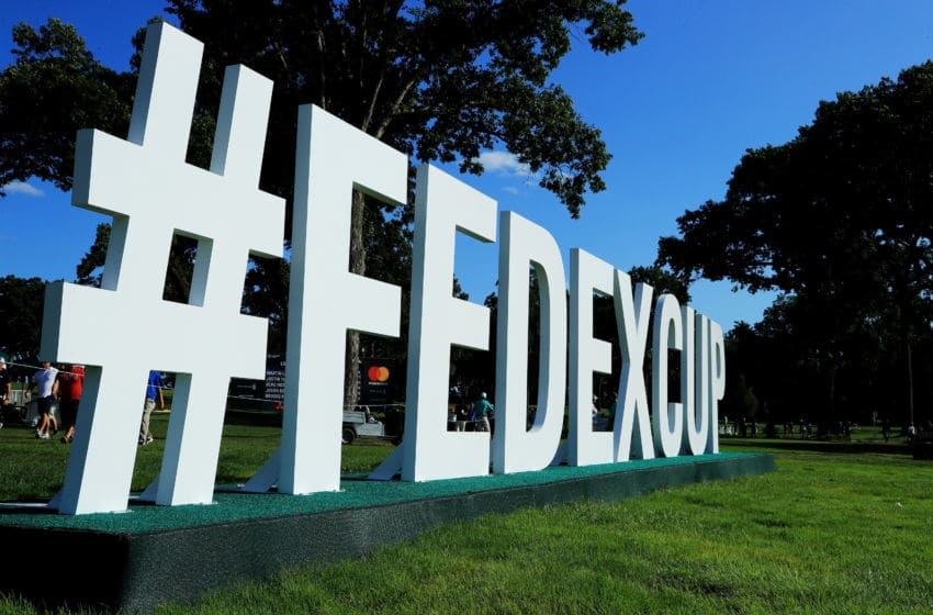 RIDGEWOOD, NJ - 23 août: la signalisation de la FedEx Cup est affichée sur le 15e trou lors de la première manche du Northern Trust le 23 août 2018 au Ridgewood Championship Course à Ridgewood, New Jersey. (Photo par Andrew Redington / Getty Images)