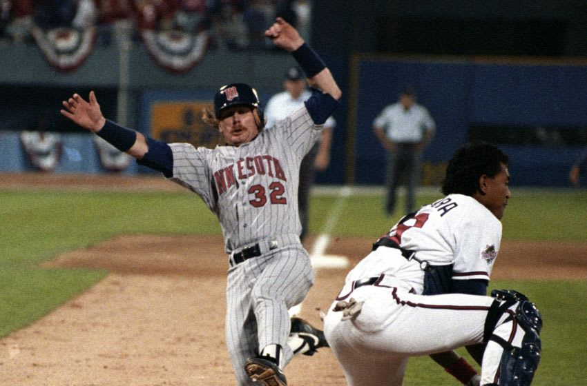 ATLANTA, GA - OCTOBER 24, 1991: Dan Gladden #32 of the Minnesota Twins scores as Francisco Cabrera #19 of the Atlanta Braves waits for the ball during Game 5 of the 1991 World Series on October 248, 1991 in Atlanta, Georgia. (Photo by Ronald C. Modra/Getty Images)