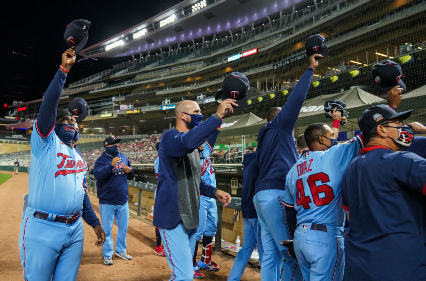 Manager Rocco Baldelli of the Minnesota Twins and members of the team acknowledge broadcaster Bert Blyleven. (Photo by Brace Hemmelgarn/Minnesota Twins/Getty Images)