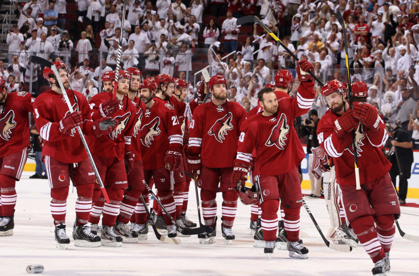 The Phoenix Coyotes salute the crowd (Photo by Christian Petersen/Getty Images)