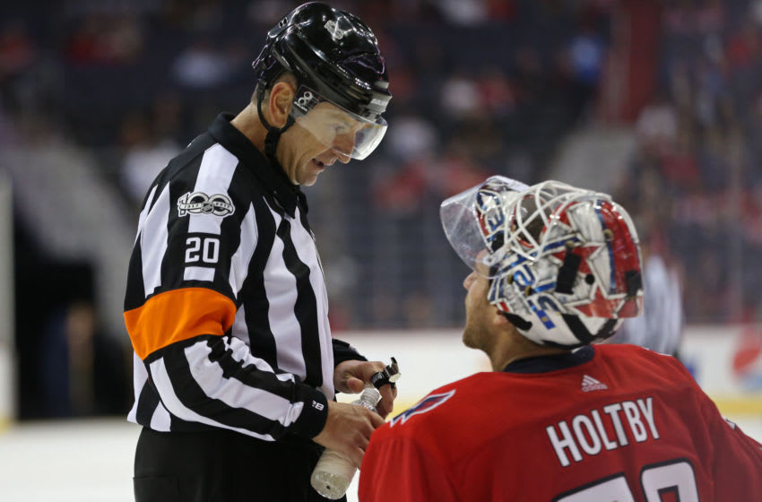 Referee Tim Peel (20) Mandatory Credit: Geoff Burke-USA TODAY Sports