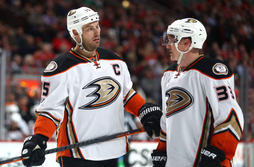 CHICAGO, IL - MARCH 09: Anaheim Ducks center Ryan Getzlaf (15) talks with Anaheim Ducks right wing Jakob Silfverberg (33) during the third period of a game between the Chicago Blackhawks and the Anaheim Ducks on March 09, 2017, at the United Center in Chicago, IL. (Photo by Robin Alam/Icon Sportswire via Getty Images)