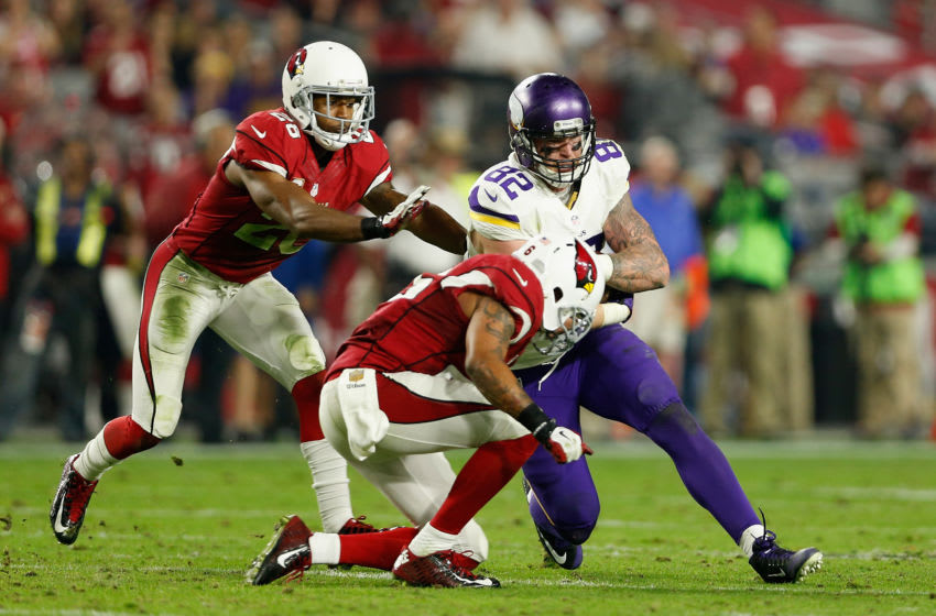 GLENDALE, AZ - DECEMBER 10: Tight end Kyle Rudolph #82 of the Minnesota Vikings runs with the football against the Arizona Cardinals during the NFL game at the University of Phoenix Stadium on December 10, 2015 in Glendale, Arizona. The Cardinals defeated the Vikings 23-20. (Photo by Christian Petersen/Getty Images)
