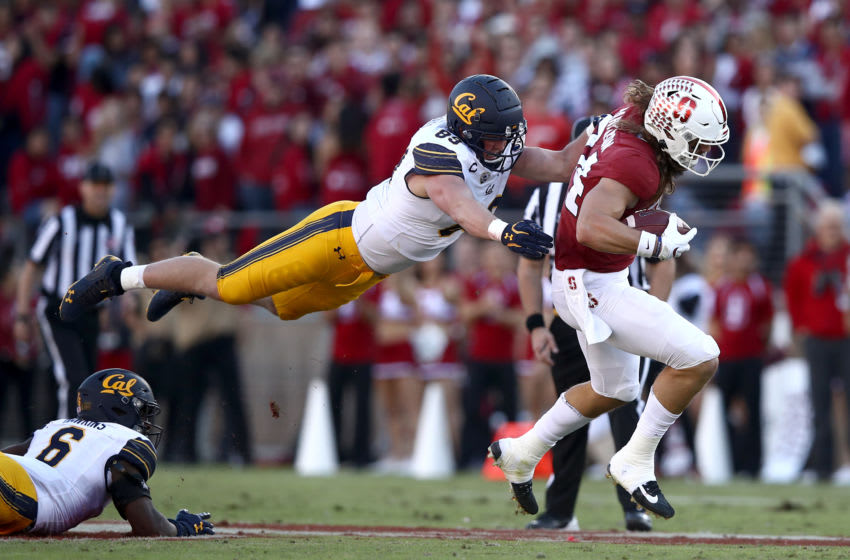PALO ALTO, CALIFORNIA - NOVEMBER 23: Evan Weaver #89 of the California Golden Bears dives to tackled Colby Parkinson #84 of the Stanford Cardinal at Stanford Stadium on November 23, 2019 in Palo Alto, California. (Photo by Ezra Shaw/Getty Images)