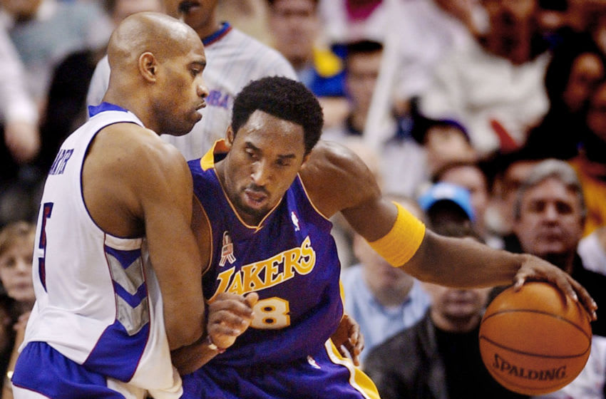 TORONTO, CANADA: Los Angeles Lakers Kobe Bryant drives to the hoop past Toronto Raptors forward Vince Carter during first half NBA action in Toronto, Canada, on 06 January, 2002. The Lakers defeated the Raptors 109 - 89. AFP PHOTO/J.P. Moczulski (Photo credit should read J.P. MOCZULSKI/AFP via Getty Images)